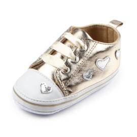 Gouden sneakers met hartjes