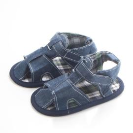 Blauwe jeans look sandalen