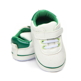 Witte (off white) met groene gympen