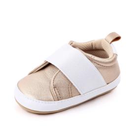Goud met witte schoentjes