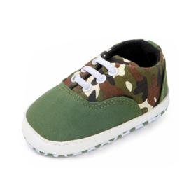 Groene schoenen met legerprint