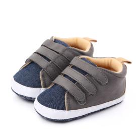 Grijs met jeansblauwe schoentjes