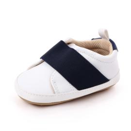Wit met zwarte schoenen