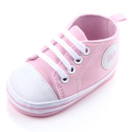Roze gympen met 'baby' logo