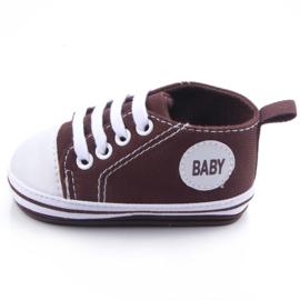 Bruine gympen met 'baby' logo