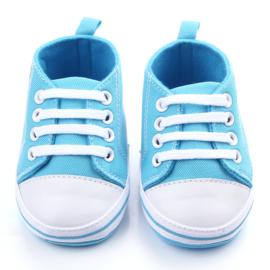 Blauwe gympen met 'baby' logo