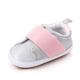 Grijs met roze schoentjes