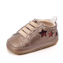 Gouden sneakers met rode sterren