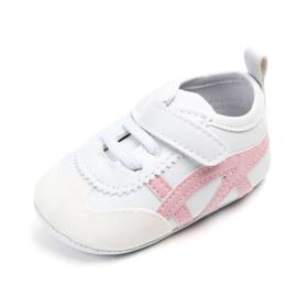Wit met roze sneakertjes