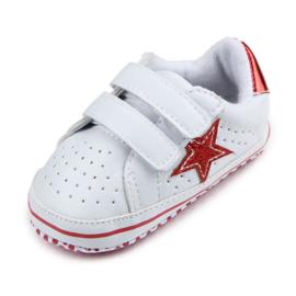 Witte gympen met rode ster en accenten