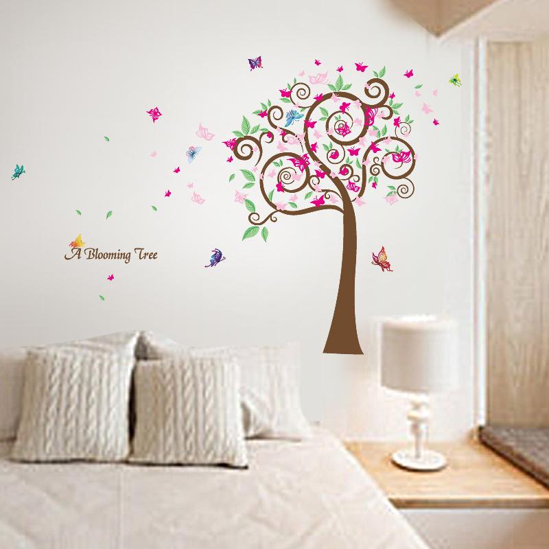 Muursticker met Groene Boom en roze vlinders 145 x 120cm