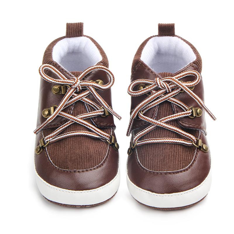 Bruine Schoentjes met Veters
