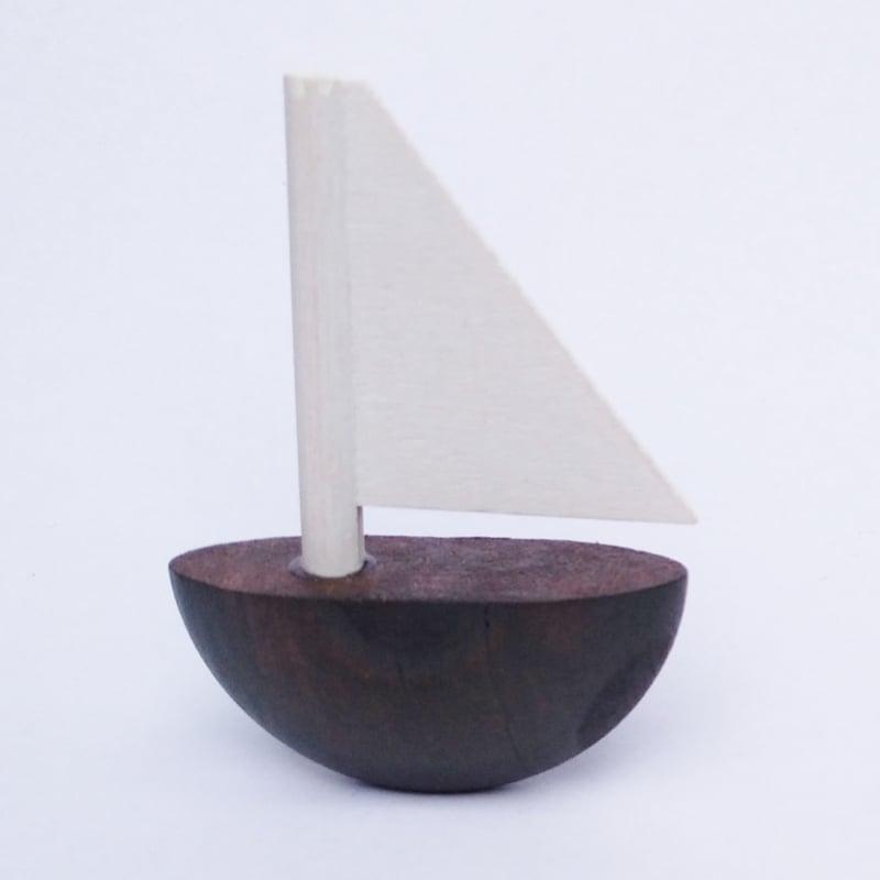 Deco klein Zeilboot bruin