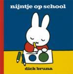 Nijntje op school (Dick Bruna) (Hardback)
