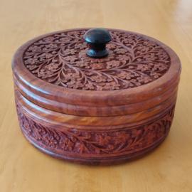 Mooi rond houten doosje met bloempjes