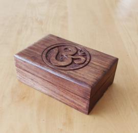 Klein houten doosje met Om teken (Rechthoekig)