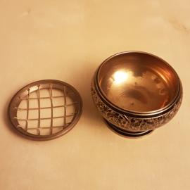 Metalen ronde korrelwierook brander - zwart  - 7cm