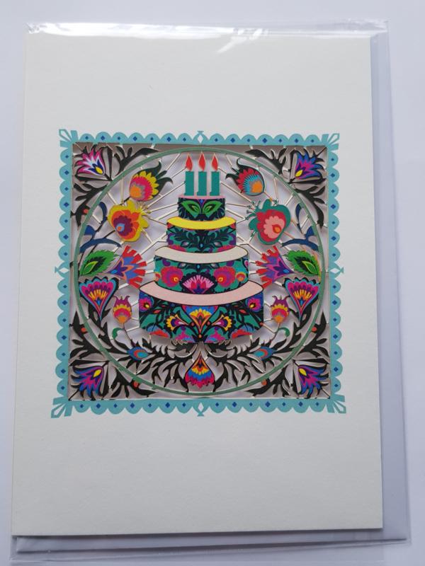 Kaart, blanco van binnen, incl. enveloppe, open gesneden met een afbeelding taart