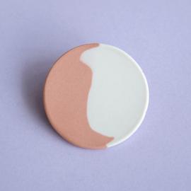 porcelain brooch 1