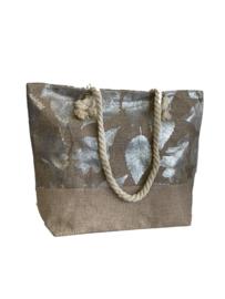 Modieuze beige zomertas met zilver blad design