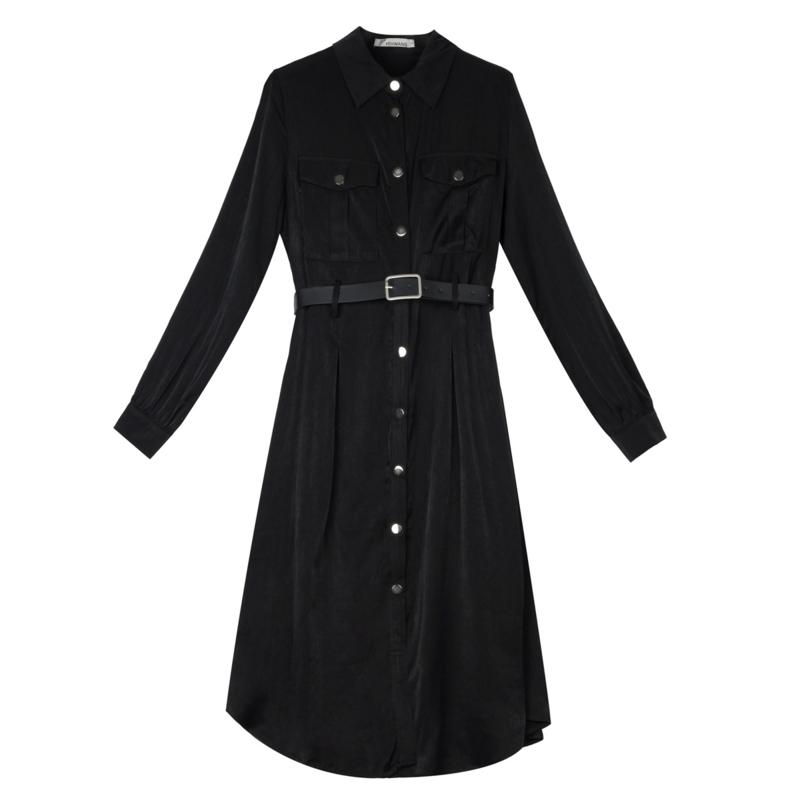 Lange jurk/ kleedje met knopen. Super comfy en voelt zijdezacht aan.