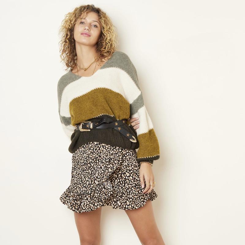 Skirt Spotted, kort rokje zwart met ruches.