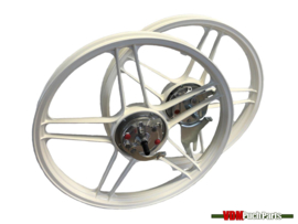 16/17 Inch Puch Maxi 5 star Alloy Cast Wheels set complete (Powdercoated white)