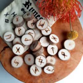 Runen Orakelset van Populierenhout