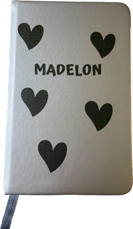 Notitieboekje met hartjes en naam