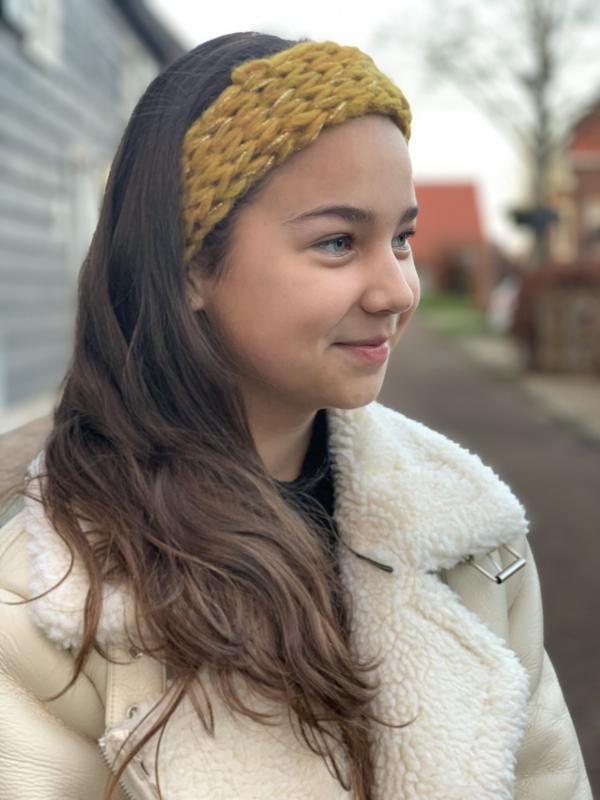 Haarband oker met glitterdraad