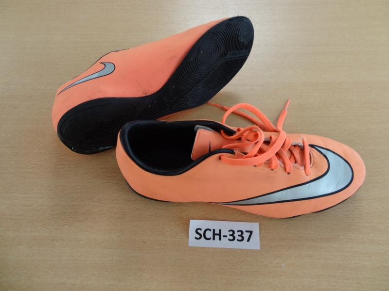 SCH-337 Voetbalpantoffels Nike