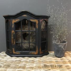 Shabby chic wand vitrinekastje