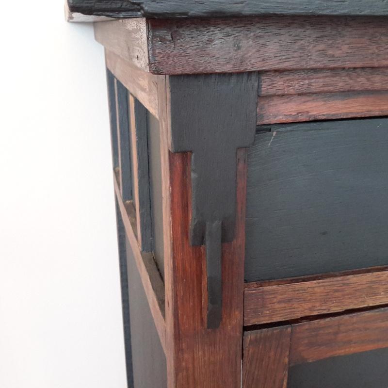 Unieke antieke kast