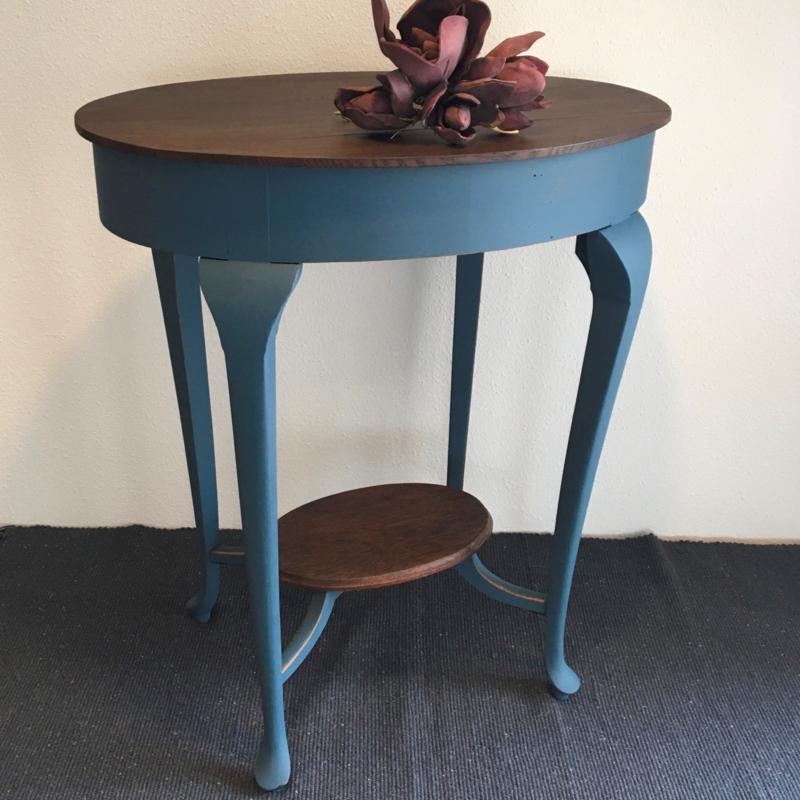 Sierlijk gerestyled antiek tafeltje
