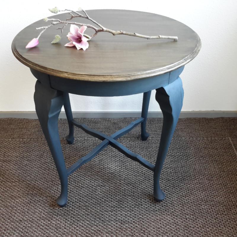 Sierlijk gerestylede antieke tafel