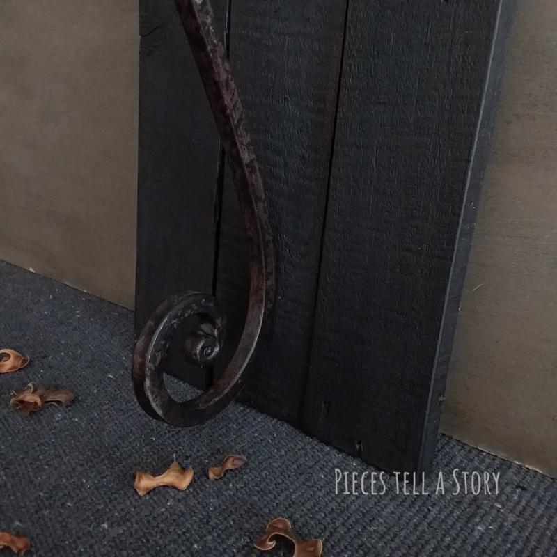 Stoer wandpaneel met kandelaar
