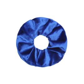 Scrunchie velvet 'blauw'.