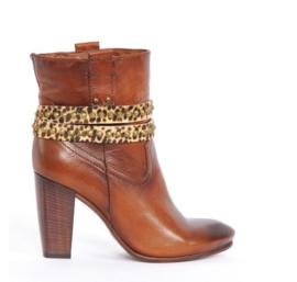 Beige & Black Leather Belts - Copper Studs  (prijs per paar)