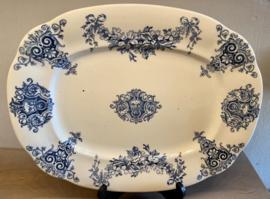Schaal - rechthoekig model met afgeronde hoeken en golvende rand - ongemerkt maar is Boch - décor MEDAILLON blauw