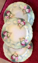 Taartschoteltje - MZ (Moritz Zdekauer) Austria - 1884-1909 - décor van groen suitdecor en roze/wit/oranje roosjes