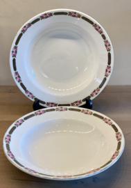 Diep bord / soepbord - Société Céramique Maestricht - décor van dubbele roosjes in de rand