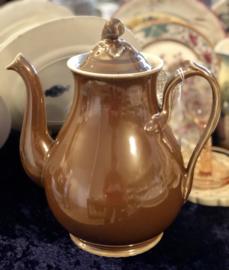 Koffiepot - groot - maker onbekend - bruin met parelmoer glazuur