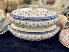 Terrine - ovaal en laag - P.B. & S. (Powell Bishop & Stonier) - décor ROYAL helderblauw met leeuwtjes