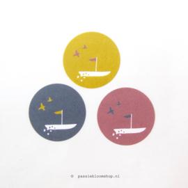 Sticker rond gekleurd bootje