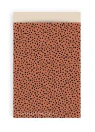 Cadeauzakjes terracotta rood met zwarte stippen