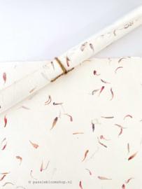 Handgeschept papier met bloem blaadjes