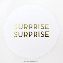 Sluitstickers rond Surprise