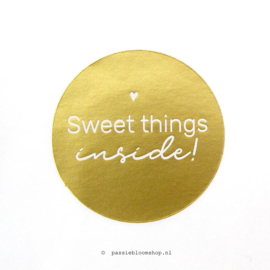 Sluitsticker rond Sweet things inside Goud