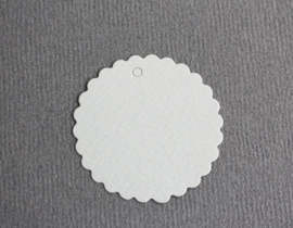 Gift tag blanco rond met kartelrand | per stuk
