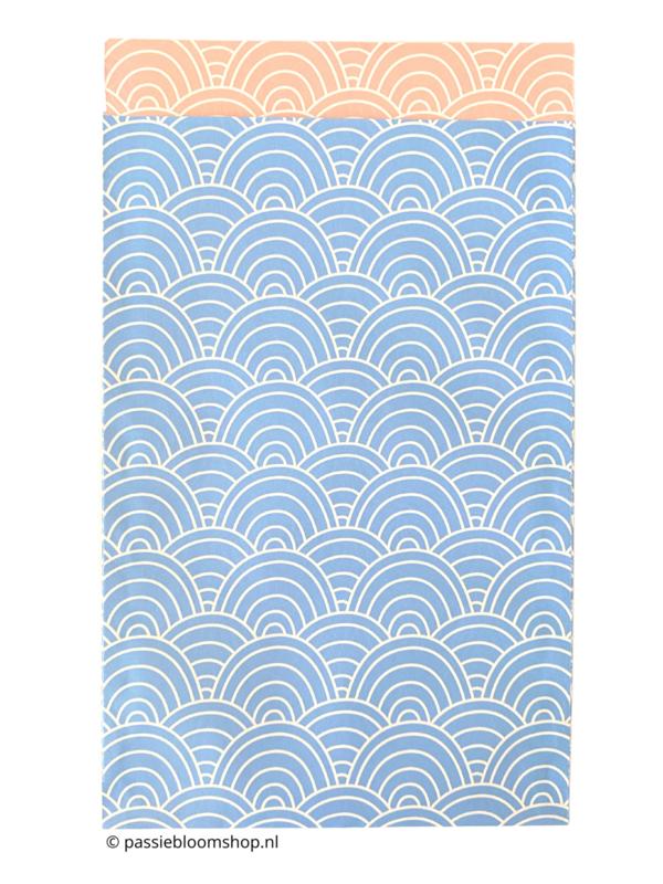 Cadeauzakjes licht blauwe waves/ golven patroon